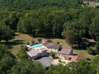 Luxury country house, very quiet, large pool, free Wifi
