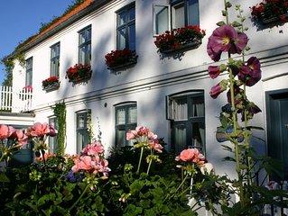 Traum Apartment in großem parkartigen Hotelgarten direkt an der Ostsee.