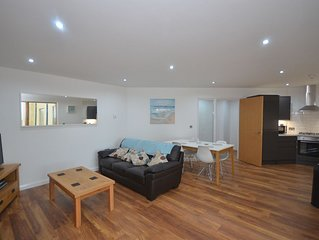 Modernes Luxus-Apartment mit Blick über die Dächer von Aberystwyth, Wales
