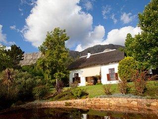 Verwoehnen pur auf einer Olivenfarm umgeben von Fynbos Natur und Weinbergen