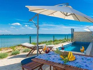 Strand Villa mit beheiztem Pool, 5 Meter vom Meer und grandiosem Meerblick