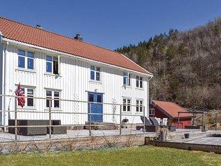 5 Zimmer Unterkunft in Snartemo