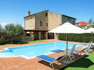 One bedroom Villa, sleeps 4 with Pool and FREE WiFi