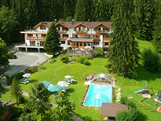 Das Paradies bei Kitzbühel - Apartment 'Hahnenkamm' im Gartenhotel Rosenhof