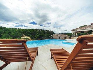 ctim241- Ferienhaus mit Pool geeignet für 8+3 Personen, nur von Grün umgeben, oh