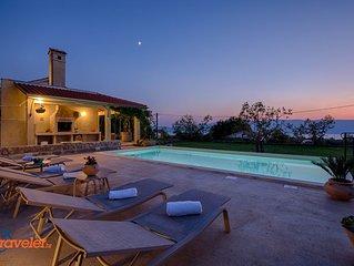 Romantisches Ferienhaus mit Pool, umgeben von wunderschoner Natur mit Meerblick