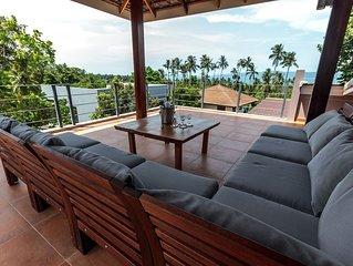 Poolvilla mit Dachterrasse und Meerblick