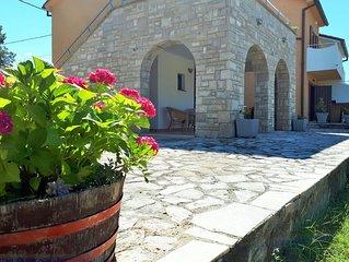 Ferienwohnung Ana mit Garten mitten im Paradies