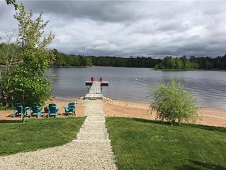 Falls Lake Beautiful Lakefront Year Round Cottage - August Availability