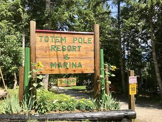 Leave your troubles behind. Relax at Totem Pole Resort on Shuswap Lake!