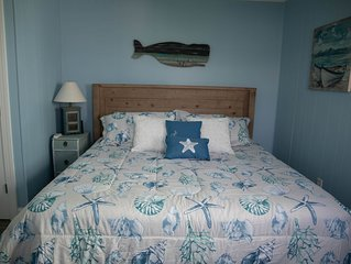 HB House 5BR/2 BA Sleeps 12 Pet Friendly and Easy walk to the Beach