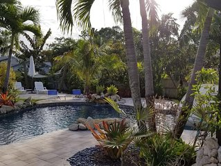 ⭐  Beautiful Private Backyard Resort Heated Pool/Spa Downtown & Beaches