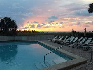 FEBRUARY 2021 SPECIAL FOR THE MONTH! Directly on the beach of Marco Island!