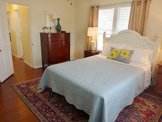 QUEEN PALM APT~25/N MIN.THRU DEC 2020 & SUPER LOW RATES! 2ND FLR, PRETTY & CLEAN