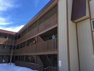 3 bedroom Ski Condo just minutes from the mountain