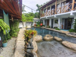 Oasis in town-Private house in Puerto Viejo with a pool.