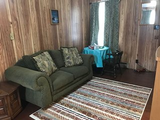 A Quaint, Private 1 Bdrm Apt, 10 mins from ND