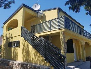 Villa Niva, Apartment für 2+2 Personen, 400m zum Strand