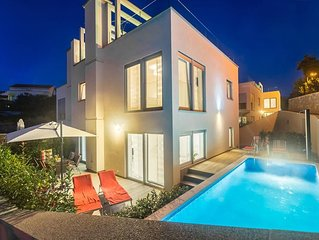 Luxurious Villa - heated pool, barbecue area, beautiful sea view