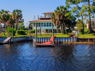 The Webb House in Shell Point - Private Pool, Boat Dock, WiFi, Sunroom,Bay Beach