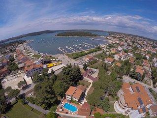 Luxus-Ferienhaus an der Küste, Mit Pool und Meerblick