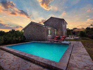 Romantische luxuriose Steinvilla mit privatem Pool