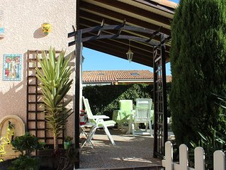 Charmante villa avec jardinet et auvent sur terrasse résidence calme