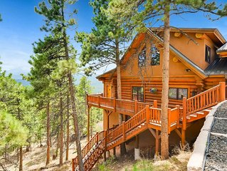 Luxurious Family Lodge with Mountain Views & Hot Tub - Sleeps 18