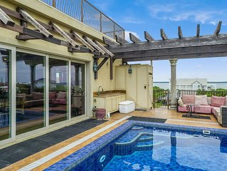 Roof Top Pool, One Block from the Beach, Huge Outdoor Living Area!