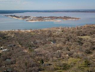 HUGE HOME FOR A GUYS TRIP/LADIES GET-AWAY/FAMILY RETREAT AT LAKE TEXOMA.