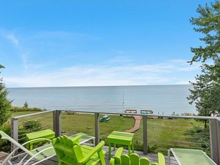 Waterfront 3 story Home On Shores Of Lake MI, minutes to Door Cty and GreenBay