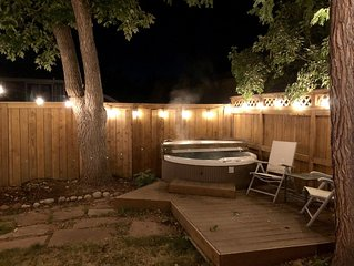 A Mountain Escape - Large Cozy Home w/ Hot Tub - Sleeps 8