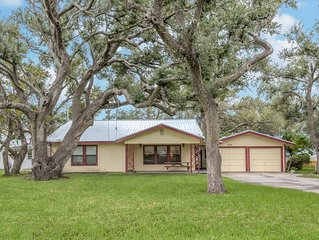 1/2 Block from Bay, walk to Resturants, Large Yard 2/2 LR, Dining, Large Kitchen