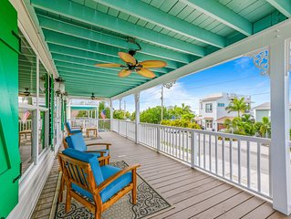 NEW HUGE Luxury Canalfront Home w/Canal &Bay Views, Pool/Spa, Bikes, Kayak, SUP!