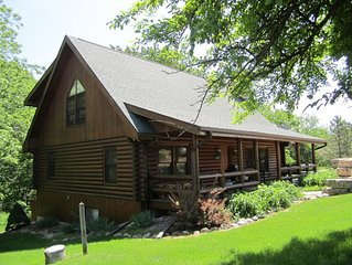 Wide Open Countryside, 3 level Log Home, Hot Tub, Game Room