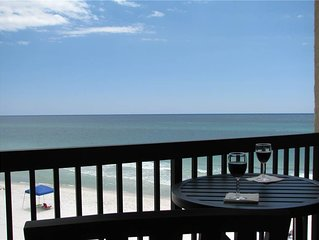 Right on the Beach!Fantastic location and Price