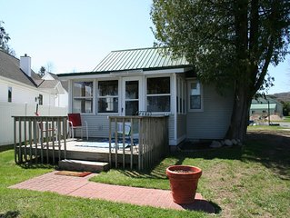 Relaxing Lake Leelanau waterfront cottage 50' from the water!
