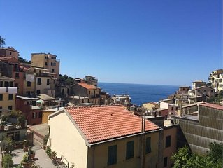 House with sea view and centrally located, ideal for 2 - 10 people
