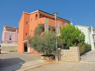 Attractive apartment - excellent position, private parking, private balcony, bea