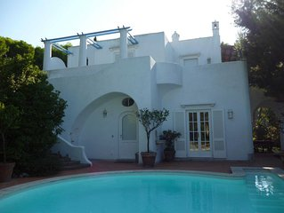 VILLA WITH A VIEW AND A POOL LOCATED BETWEEN ANACAPRI AND THE BLUE GROTTO