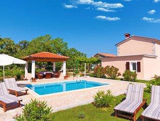 Lauschig und ruhig, Minuten vom Strand, privater Pool im schönem Garten