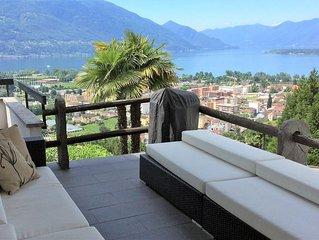 Sonniges Ferienhaus mit Galeriezimmer, Terrasse, Lounge, Aussicht auf See