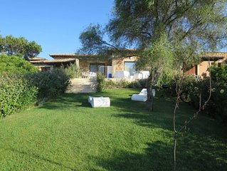 2 bedroom Villa, sleeps 6 with Air Con, FREE WiFi and Walk to Beach & Shops
