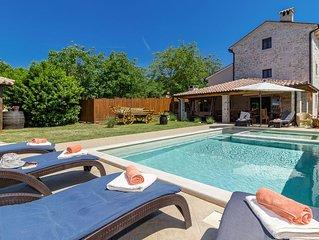 Luxus Villa für bis zu 14 + 3