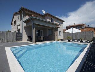 Moderne Fewo Pistachio, Nutzung von Spielzimmer, Pool und Fitness Raum nahe Stra