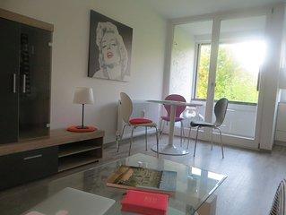 Modernes, helles Apartment mit Loggia und Grunblick in City-Nahe