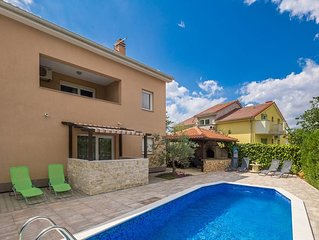 Modern spacious apartment - swimming pool, yard, sitting area, grill