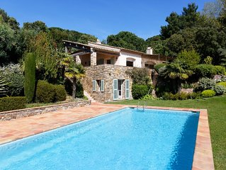 NEW: Sea view St. Tropez - Cap Tahiti, walking distance to beach of Pamplone