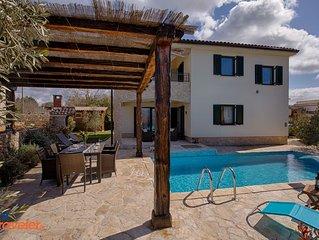 Neue Villa mit Pool, Garten mit Olivenbaumen,Grill und wunderschonem Meerblick