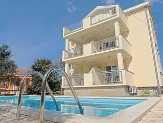 Lovely sunny apartment - outdoor pool, private parking, barbecue area, terrace